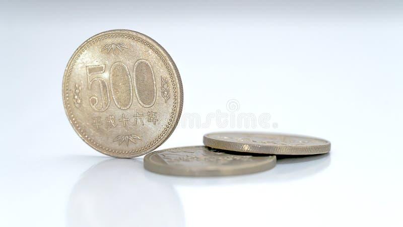Encerramento das moedas de ienes japonesas imagens de stock