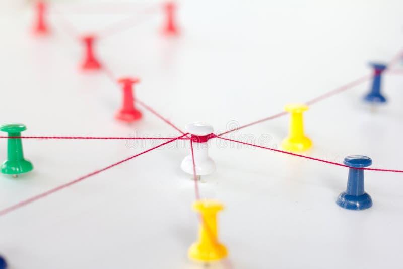 Enchaînement des entités monotone Mise en réseau, media social, SNS, abrégé sur communication d'Internet Petit réseau relié à un  images stock