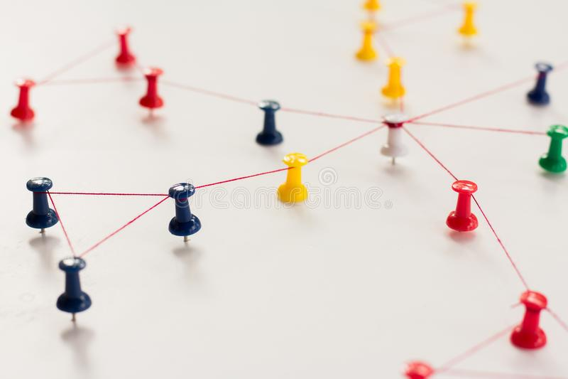 Enchaînement des entités monotone Mise en réseau, media social, SNS, abrégé sur communication d'Internet Petit réseau relié à un  photographie stock libre de droits