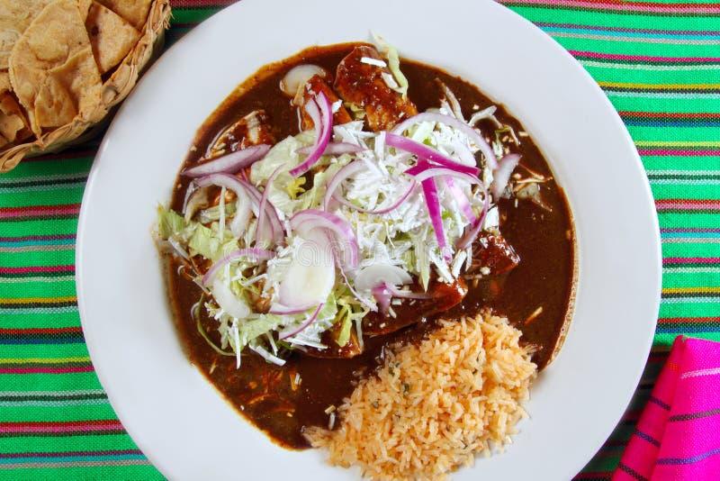 Enchiladas de toupeira e alimento do mexicano do arroz imagens de stock royalty free