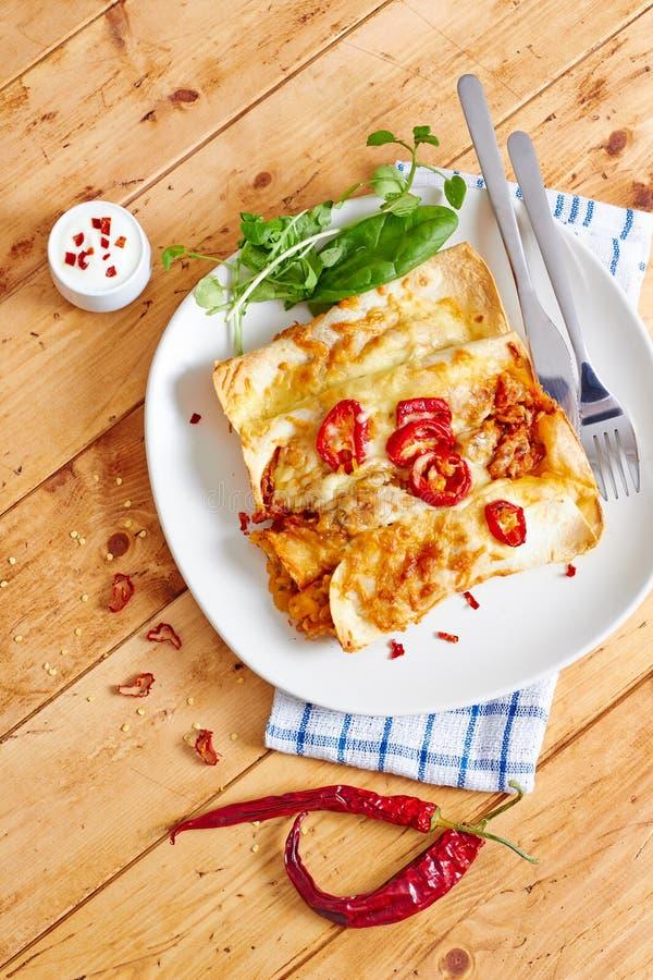 Enchiladas richten mit Draufsicht des glühenden Paprikas an lizenzfreies stockbild