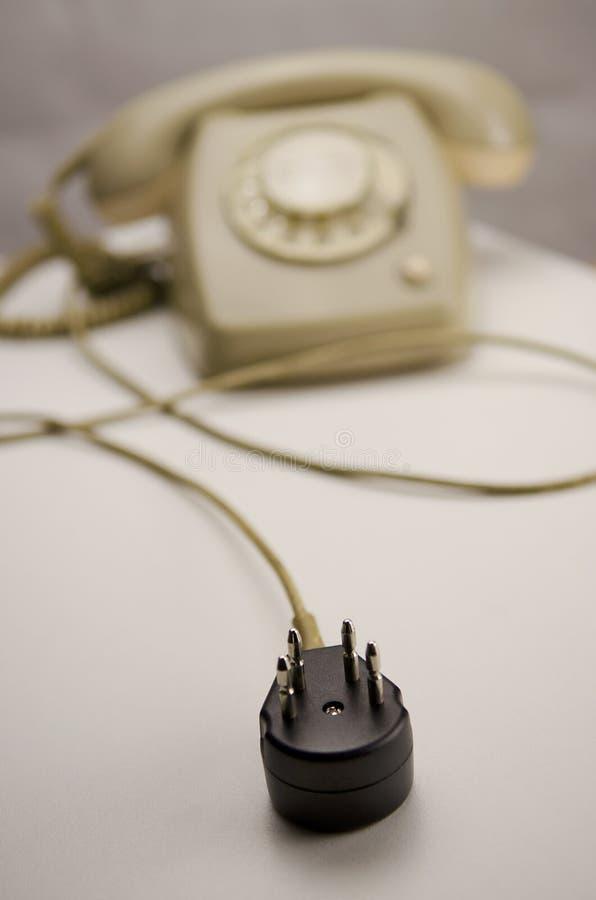 Enchufe de conexión negro desenchufado del teléfono gris analogico imagen de archivo libre de regalías