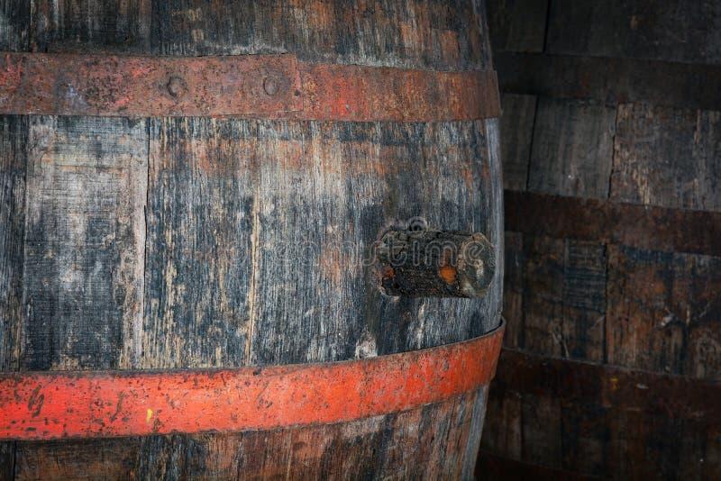 Enchufe de madera resistido viejo del barril imágenes de archivo libres de regalías