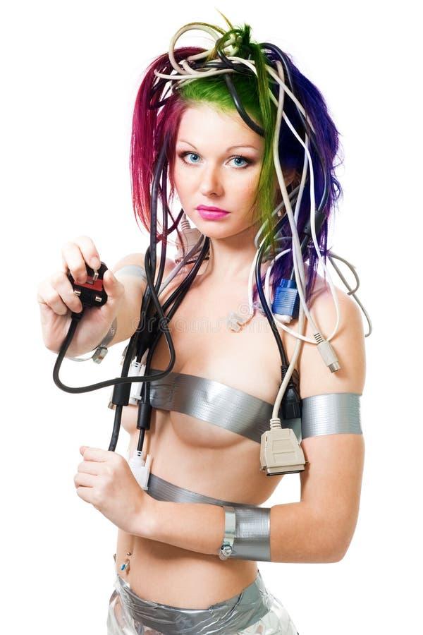 Enchufe eléctrico del asimiento futurista atractivo de la mujer fotografía de archivo