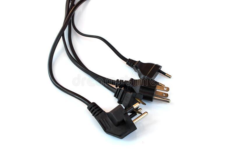 Enchufe eléctrico negro en fondo aislado blanco fotografía de archivo