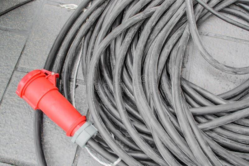Enchufes rojos del primer aislados en un fondo blanco fotografía de archivo