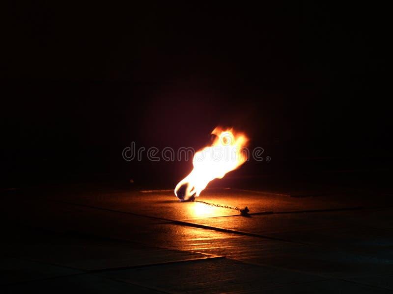 Encienda la demostración Bola y cadena ardientes fotos de archivo libres de regalías