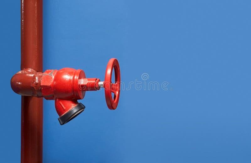 Encienda la válvula, instalación del sistema de la seguridad contra incendios, del fuego de la seguridad en industria o del proce fotos de archivo libres de regalías