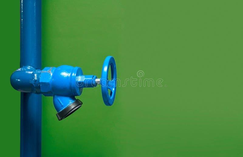Encienda la válvula, instalación del sistema de la seguridad contra incendios, del fuego de la seguridad en industria o del proce fotografía de archivo