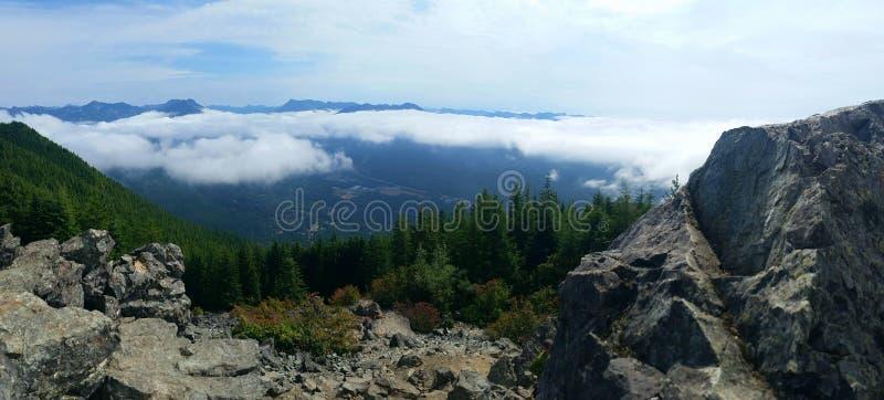 Encima de la montaña fotos de archivo libres de regalías