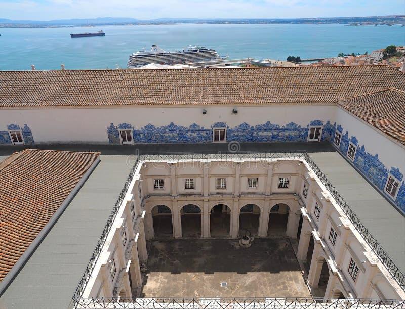 Encima del tejado del sao Vicente de Fora en Lisboa adentro imagen de archivo libre de regalías
