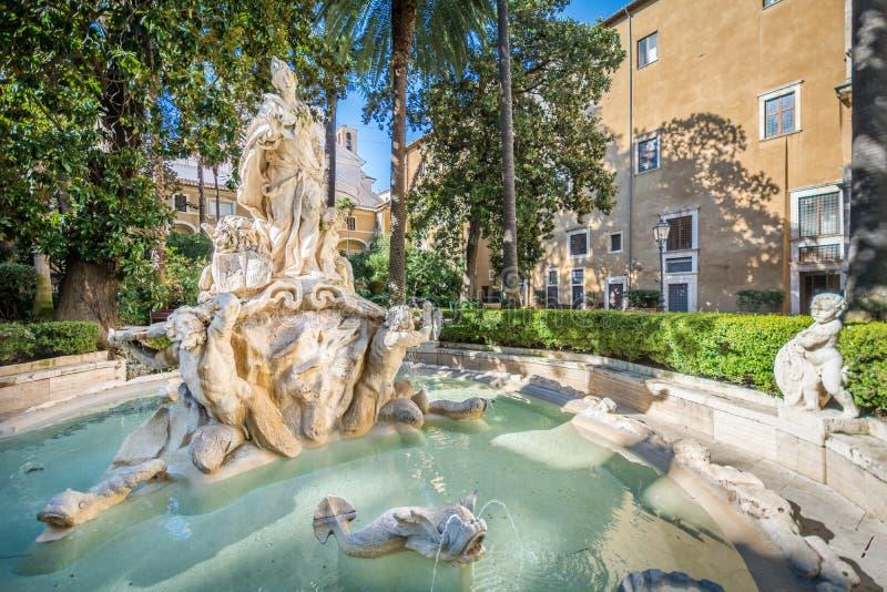 Enclausure em Palazzetto Venezia em uma manhã ensolarada, Roma imagens de stock