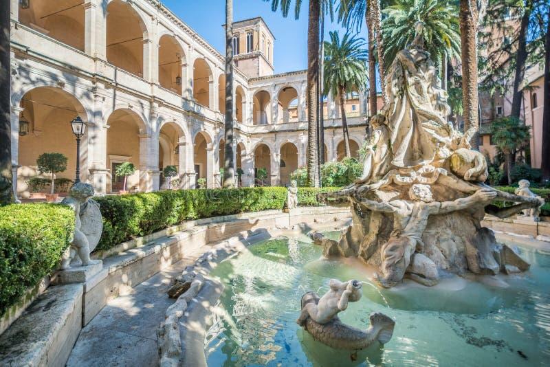 Enclausure em Palazzetto Venezia em uma manhã ensolarada, Roma fotos de stock royalty free