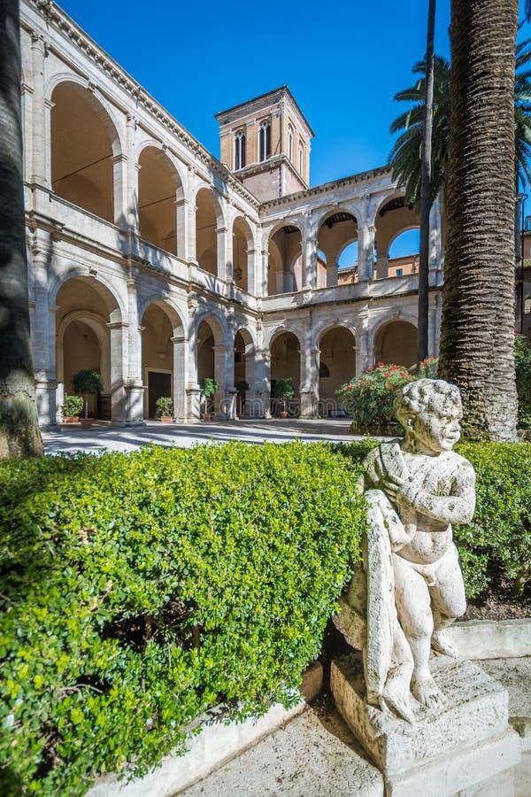 Enclausure em Palazzetto Venezia em uma manhã ensolarada, Roma fotos de stock