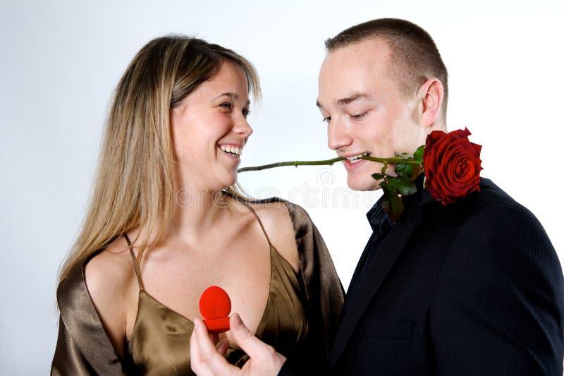 Enclenchement de couples images stock