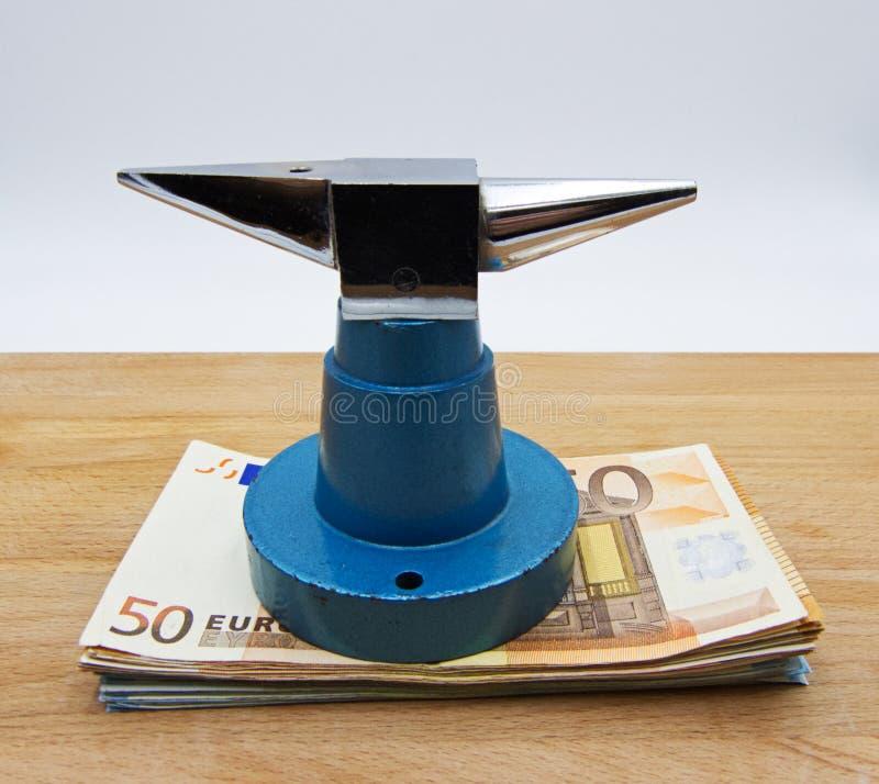 Enclume et argent, concept de risque d'investissement image stock