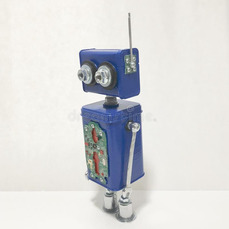 Encontrado se opone la escultura del robot imagen de archivo libre de regalías