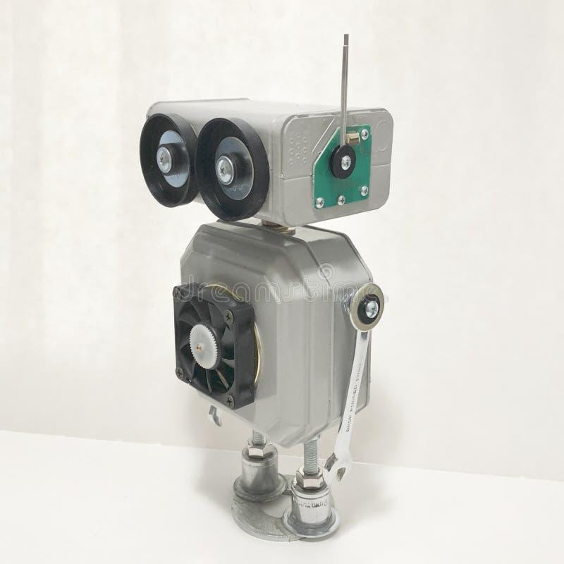 Encontrado se opone la escultura del robot fotografía de archivo