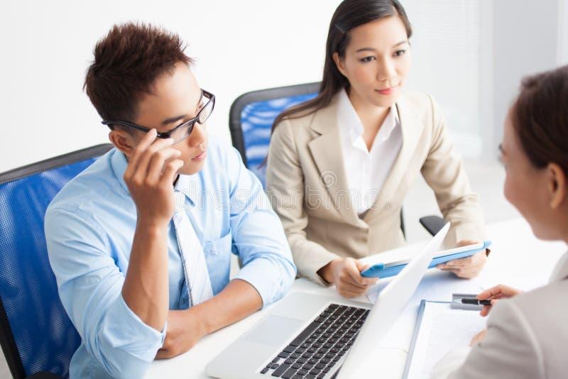 Encontrando o consultante imagem de stock royalty free