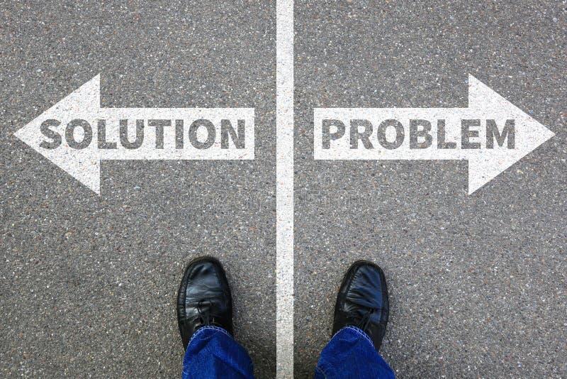 Encontrando problemas do conceito do negócio do homem de negócios do problema da solução imagens de stock