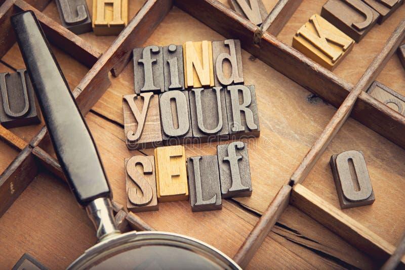 Encontre-se em letras typeset de madeira foto de stock
