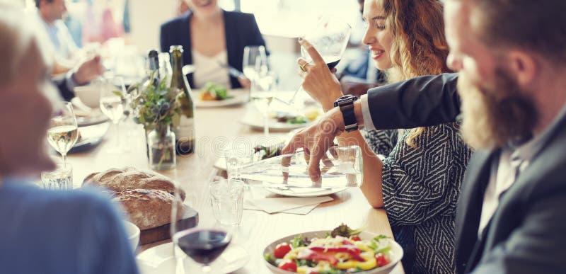 Encontro comendo o partido da culinária da discussão fotografia de stock royalty free