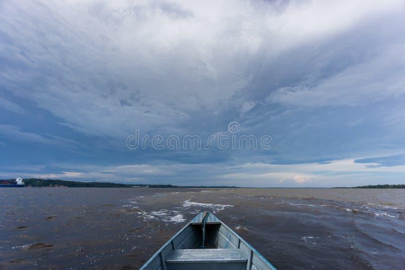 Encontro das Aguas över fartyget arkivbilder