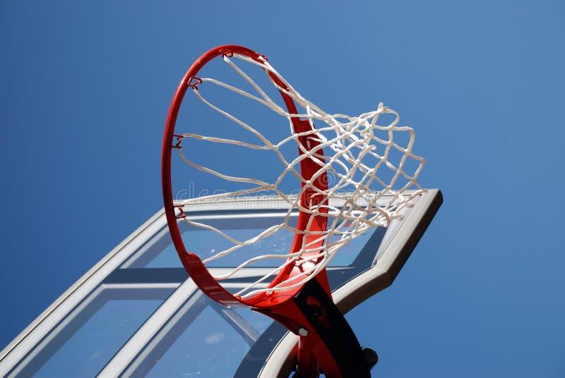 Encosto e rede ao ar livre de basquetebol fotografia de stock