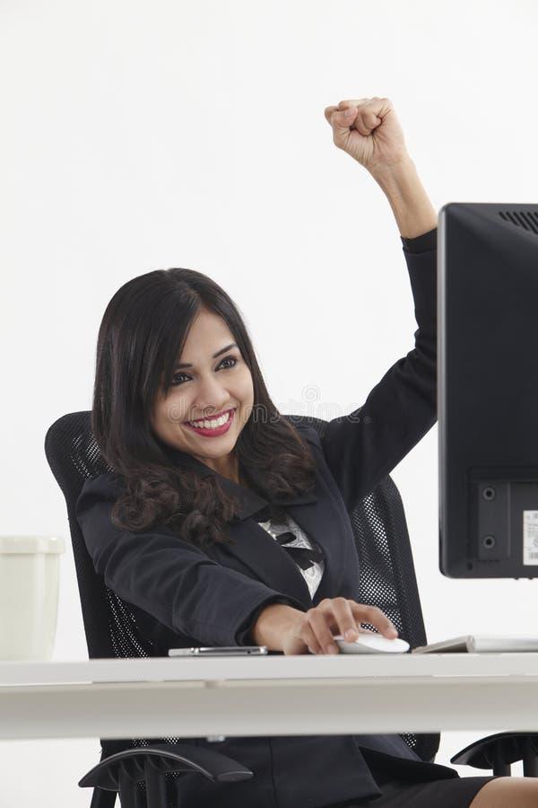 Encourager de femme d'affaires photos stock
