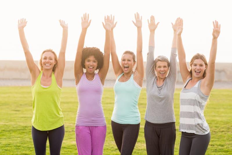 Encourager sportif heureux de femmes images stock