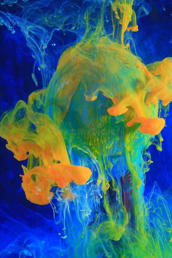 Encres dissolvantes colorées   photos stock