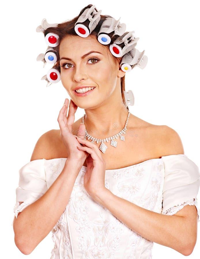 Encrespadores de cabelo do desgaste de mulher na cabeça. imagens de stock