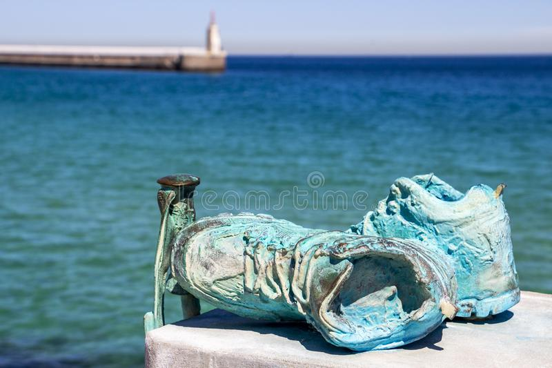 Encuentro de Senderos Europeos monument, Tarifa, Spanien royaltyfria bilder