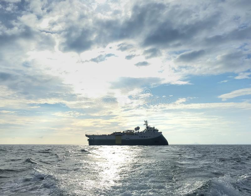 Encuesta sobre sísmica la nave del buque para la exploración petrolífera de petróleo y gas fotografía de archivo