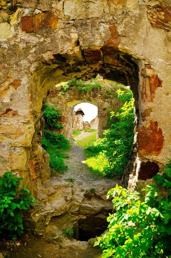 Die Ruinen von einem verlassenen Pnivsky ziehen sich in Ukraine zurück stockbild