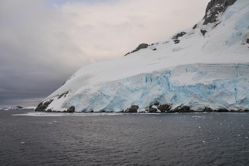 Ende eines Gletschers stockbilder