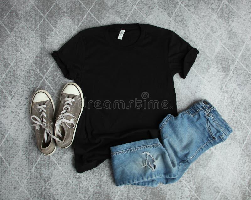 Endecha del plano de la maqueta de la camiseta negra fotografía de archivo libre de regalías