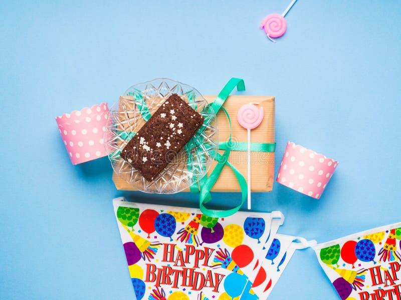 Endecha del plano de los artículos del partido del feliz cumpleaños fotos de archivo