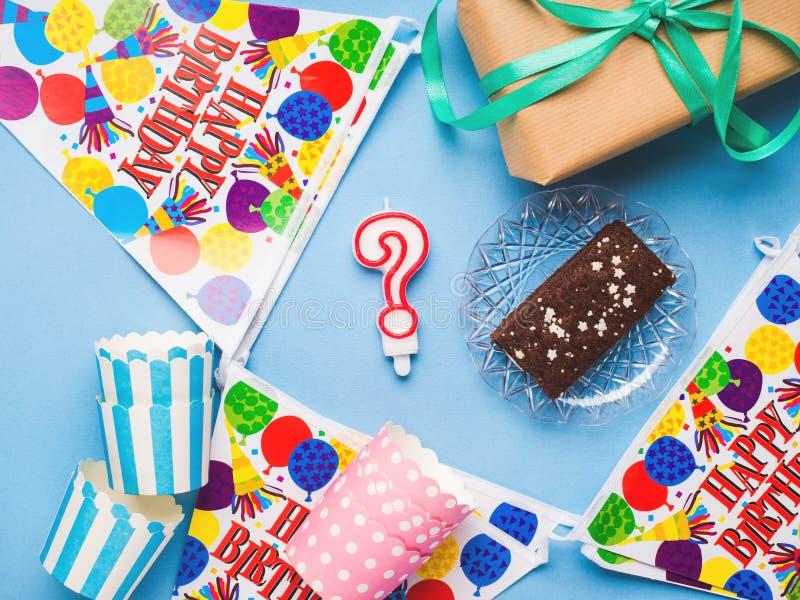 Endecha del plano de los artículos del partido del feliz cumpleaños imágenes de archivo libres de regalías
