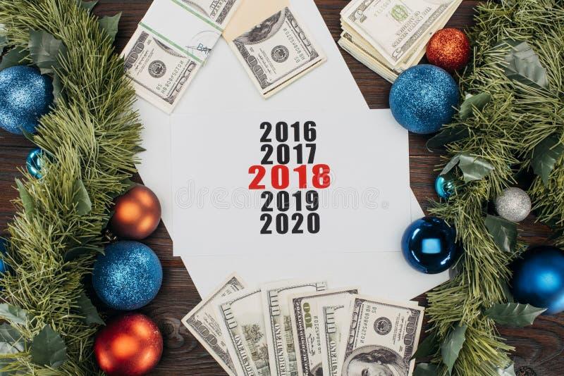 endecha plana con el dinero, las decoraciones de la Navidad y el calendario libre illustration