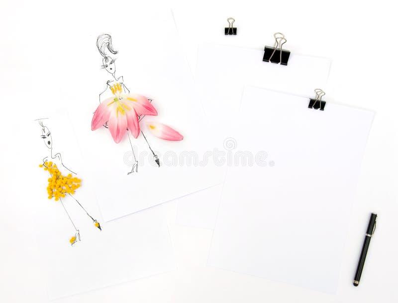Endecha plana con las flores de la mimosa del tulipán del sketchbook ilustración del vector