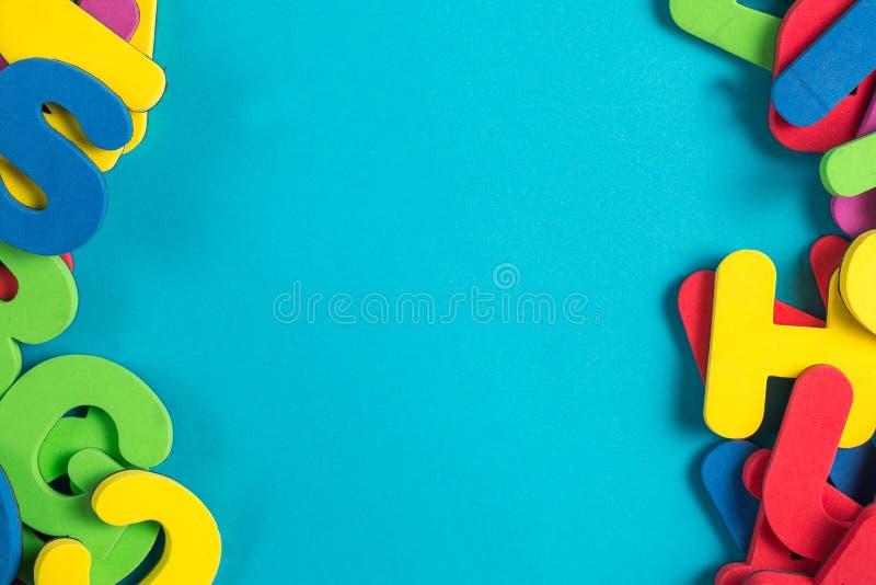 Endecha plana inglesa multicolora del orden al azar de la letra imagen de archivo
