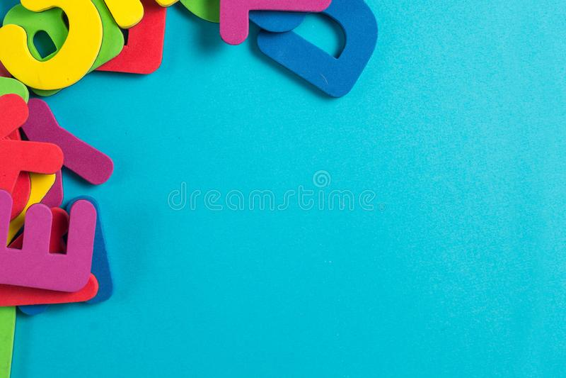 Endecha plana inglesa multicolora del orden al azar de la letra imagen de archivo libre de regalías