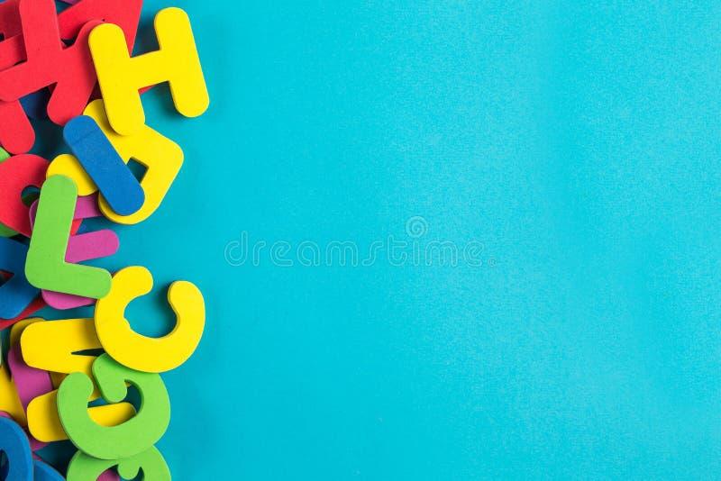 Endecha plana inglesa multicolora del orden al azar de la letra imágenes de archivo libres de regalías