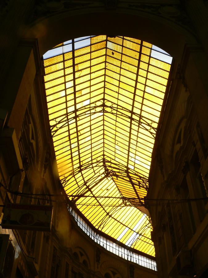 Endroit de bazar du marché d'arcade de Naples Napoli photos libres de droits