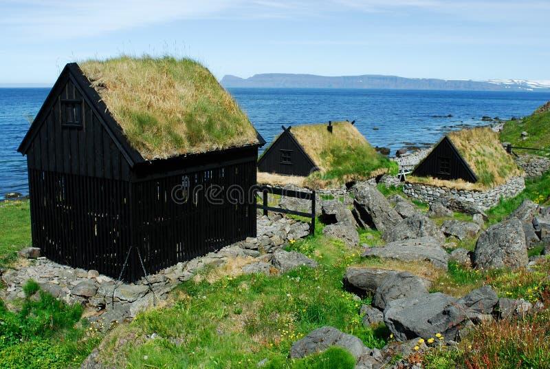 Endroit de séchage de poissons dans Bolungarvik, Islande photographie stock