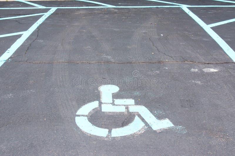 Endroit de stationnement handicapé images libres de droits