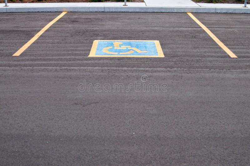 Endroit de stationnement pour handicapé photographie stock