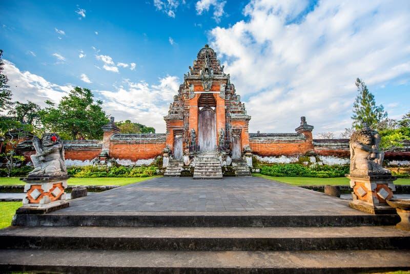 Endroit pour le culte, religion d'hindouisme Temples de Bali, Indonésie sur le coucher du soleil image stock