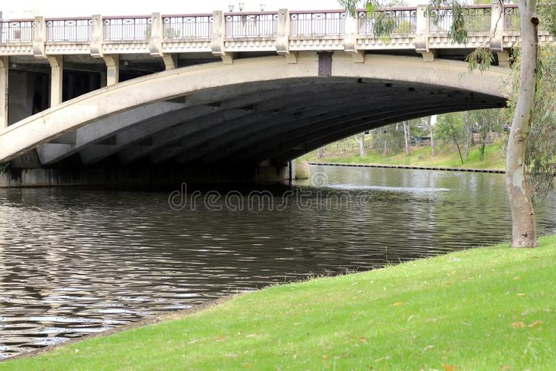 Endroit tranquille dans la ville près d'un pont Adelaïde, Australie photo libre de droits
